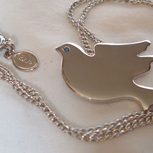 "Avon Vintage ""Soaring Dove"" Pendant Necklace"